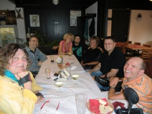 Der NITSA-Vorstand bei der Gründung von NITSA e.V. - Sitzen alle um Tisch