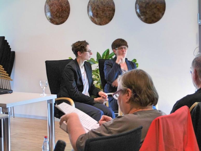 Zeichensprechen - Unsere Gebärdensprachdolmetscherinnen Dina Zander-Tabbert und Anja Saft