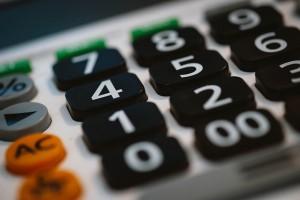 Foto zeigt Taschen-Rechner-Tastatur (© pixabay)