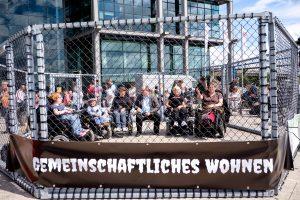 NichtMeinGesetz Protestaktion im Käfig, Copyright: Andi Weiland | andiweiland.de